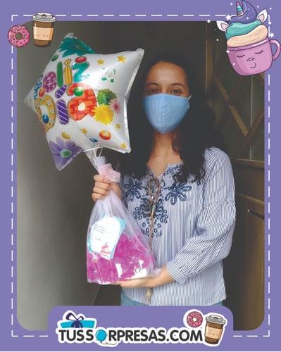 Detalles de cumpleaños con mugs personalizados